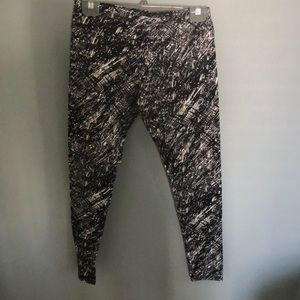 Black and white patterned MNY leggings.